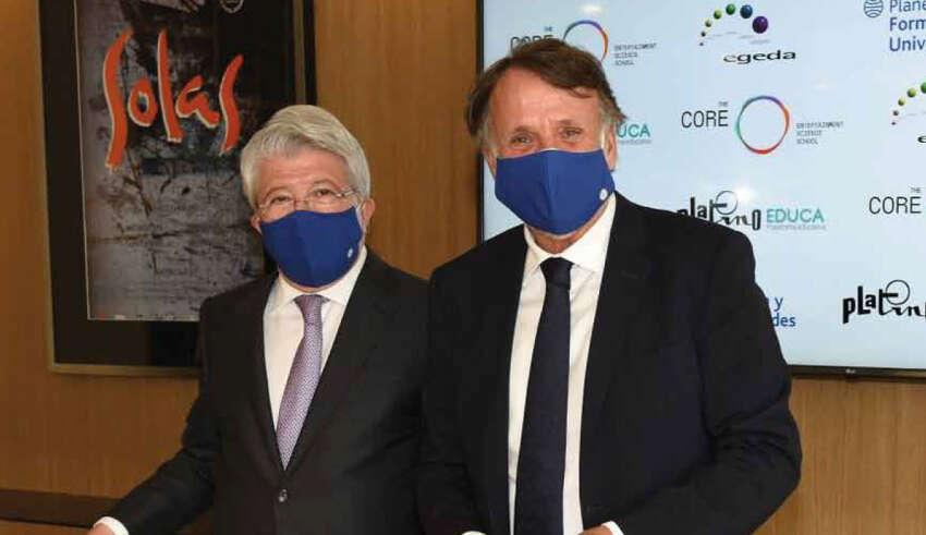 Enrique Cerezo y José Creuheras durante la firma del acuerdo