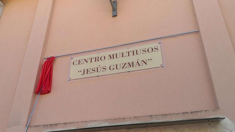 Placa Sala Multiusos Jesus Guzmán